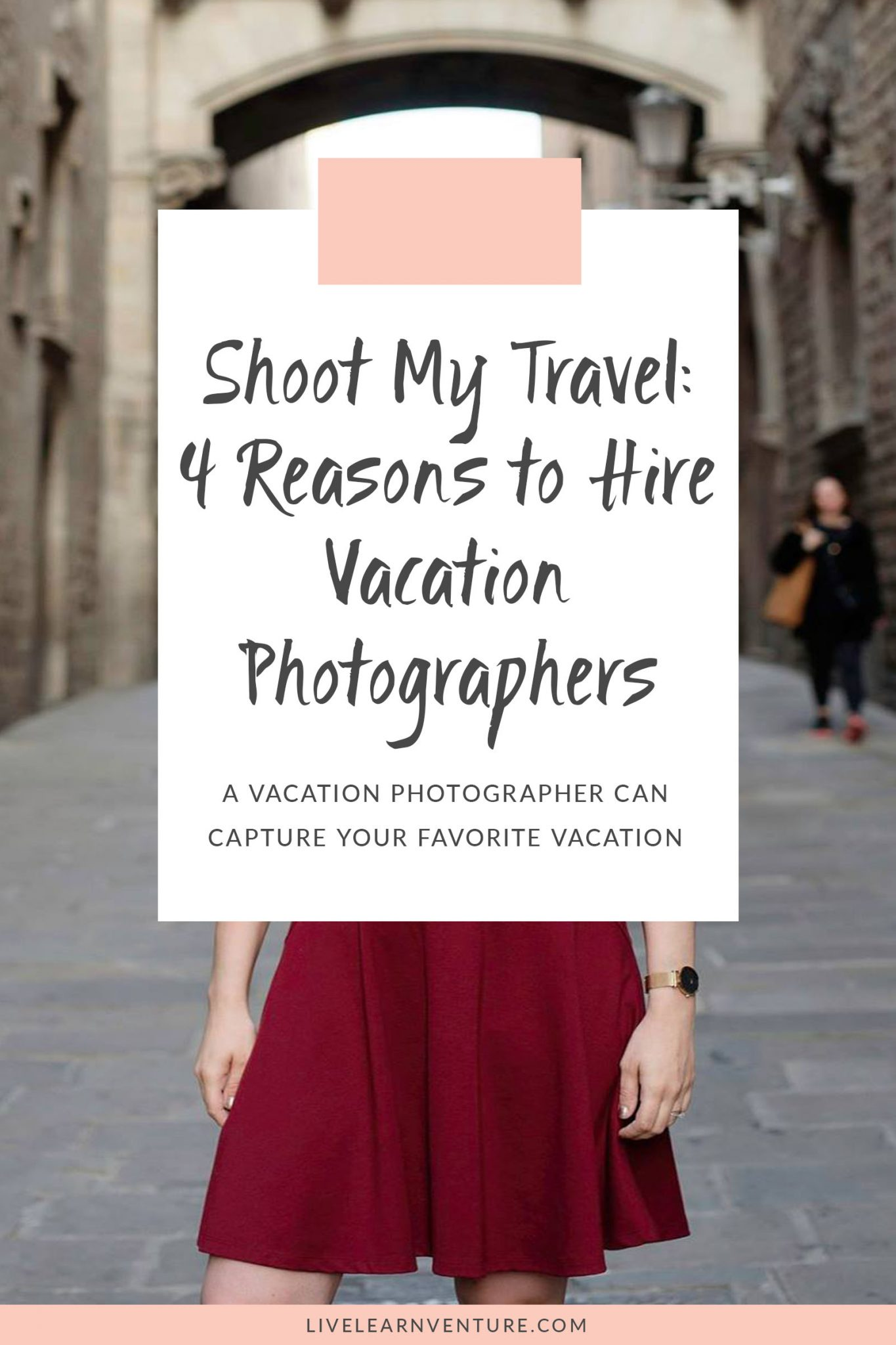4 Travel Outfits Using A Capsule Wardrobe: Shoot My Travel: 4 Reasons To Hire Vacation Photographers